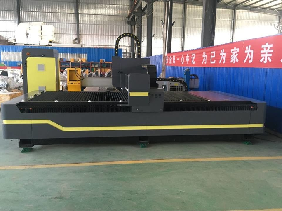Heavy Duty Industrial Laser Cutting Machine , Fabric Laser Machine Facilitate Loading